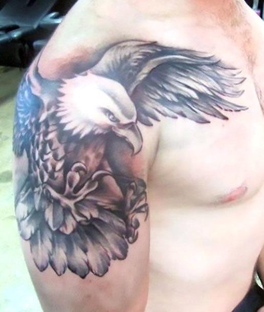 Traditional Eagle Tattoo on Shoulder Tattoo Idea