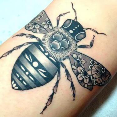 Amazing Bee Tattoo
