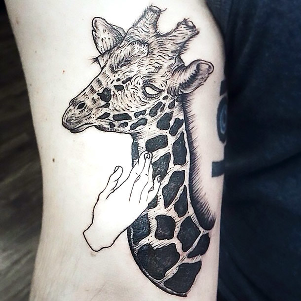 Sketchy Giraffe Tattoo Idea