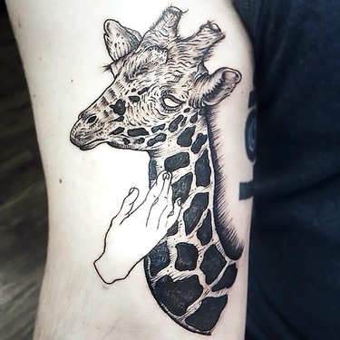 Sketchy Giraffe Tattoo