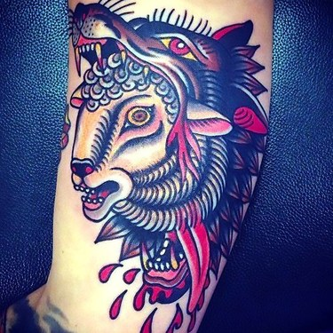 Traditional Wolf Head a Tattoo