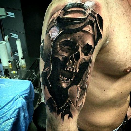 Crazy Pilot Skull Tattoo Idea