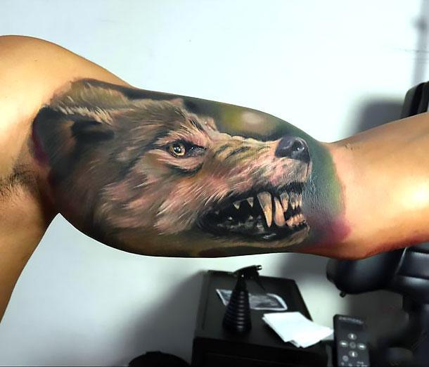 Best Wolf on Bicep Tattoo Idea