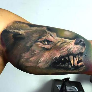 Best Wolf on Bicep Tattoo